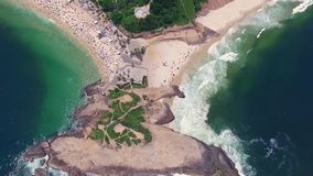 Flyg- sikt av Arpoador och Rio da Janeiro Shevelev lager videofilmer