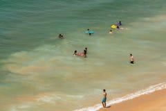 Flyg- sikt av att bada för elva personer Arkivfoto