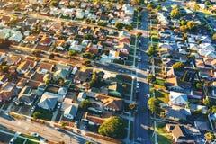 Flyg- sikt av av en bostads- grannskap i LA arkivbilder