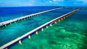 Flyg- sikt av Bahia Honda State Park Bridges, Florida - USA royaltyfri bild