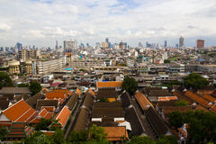 Flyg- sikt av Bangkok från Wat Saket royaltyfria bilder
