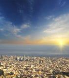 Flyg- sikt av Barcelona på solnedgången, Spanien Fotografering för Bildbyråer