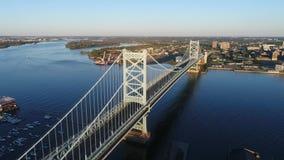 Flyg- sikt av Ben Franklin Bridge Philadelphia arkivfilmer