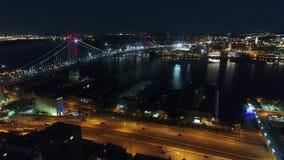 Flyg- sikt av Ben Franklin Bridge Philadelphia på natten stock video