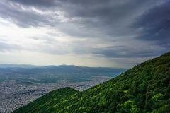 Flyg- sikt av bergen av Uludag, medan klättra royaltyfria foton