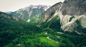 Flyg- sikt av berglandskapet, Vrsic, Slovenien Arkivfoton