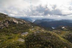 Flyg- sikt av bergsjöar royaltyfria bilder