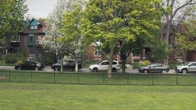 Flyg- sikt av bostads- hem i Toronto, Ontario i sen vår lager videofilmer