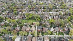 Flyg- sikt av bostads- hem i Toronto, Ontario i sen v?r arkivfilmer