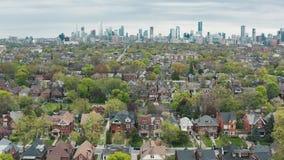 Flyg- sikt av bostads- hem i Toronto, Ontario i sen v?r lager videofilmer