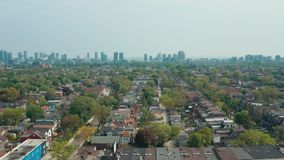 Flyg- sikt av bostads- hem i Toronto, Ontario i sen v?r stock video