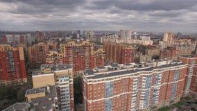 Flyg- sikt av bostadsområde i Moskva arkivfilmer