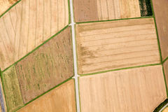 Flyg- sikt av bruna fält royaltyfri bild
