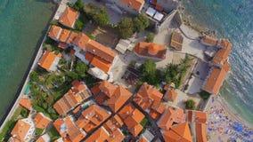 Flyg- sikt av Budva gamla stadtak, Montenegro 1 arkivfilmer