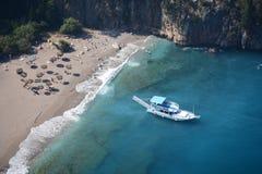 Flyg- sikt av Butterfly Valley i Oludeniz Bästa sikt för soligt sommarstrandlandskap Fethiye Turkiet naturgränsmärke arkivfoton