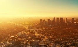 Flyg- sikt av byggnader på den Wilshire blvden i LA royaltyfria foton