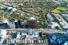 Flyg- sikt av byggnader på den Wilshire blvden i LA royaltyfria bilder