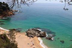 Flyg- sikt av Cala Boadella, en av de mest fantastiska dolde fläckarna av den laCosta Brava sjösidan, Lloret de Mar, Girona, Cata royaltyfri fotografi