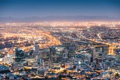 Flyg- sikt av Cape Town från signalkullen efter solnedgång Royaltyfri Bild