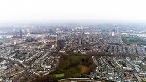 Flyg- sikt av Chelsea Fulham och prästgräsplan i London stadshorisont Royaltyfria Foton