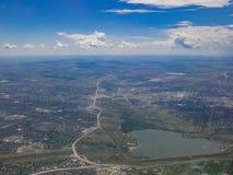Flyg- sikt av Cherry Creek Reservoir, sikt från fönsterplats in fotografering för bildbyråer