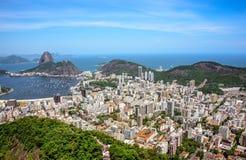 Flyg- sikt av cityscape och det Sugarloaf berget, Rio de Janeiro, Brasilien royaltyfri fotografi