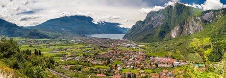 Flyg- sikt av dalen av Riva del Garda fotografering för bildbyråer