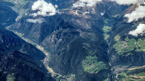 Flyg- sikt av de alpina bergen Royaltyfri Fotografi