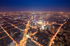 Flyg- sikt av de ljusa lamporna av staden royaltyfri fotografi