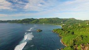 Flyg- sikt av den Anse Royale stranden på Mahe Island, Seychellerna stock video