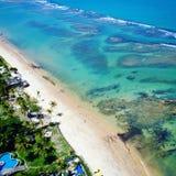 Flyg- sikt av den Arraial D 'Ajuda stranden, Porto Seguro, Bahia, Brasilien arkivbild