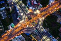 Flyg- sikt av den bästa sikten för huvudvägföreningspunkter av den Urban staden, Bangkok på natten, Thailand arkivfoton