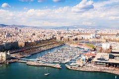 Flyg- sikt av den Barcelona staden med port Vell arkivfoto