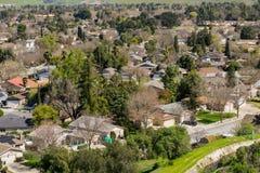 Flyg- sikt av den bostads- grannskapen i San Jose, södra San Francisco Bay, Kalifornien arkivfoto