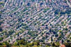 Flyg- sikt av den bostads- grannskapen i San Jose, s?dra San Francisco Bay omr?de, Kalifornien royaltyfria bilder