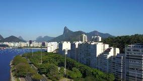 Flyg- sikt av den Botafogo fjärden, Rio de Janeiro City och huvudvägen lager videofilmer
