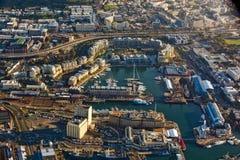 Flyg- sikt av den Cape Town strand och hamnen royaltyfri fotografi