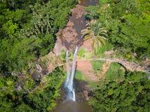 Flyg- sikt av den Chamarel vattenfallet, Mauritius ö arkivbilder