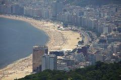 Flyg- sikt av den Copacabana stranden Royaltyfria Foton