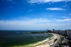 Flyg- sikt av den Copacabana stranden och Forte- de Copacabana, Rio de Janeiro royaltyfri fotografi