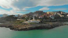 Flyg- sikt av den Cullera fyren, Valencia spain arkivfilmer