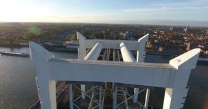 Flyg- sikt av den Dordrecht bron, Nederländerna, solnedgång arkivfilmer