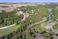 Flyg- sikt av den dystra floden i Nebraska Sandhills Arkivfoto