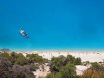 Flyg- sikt av den Egremni stranden i Lefkada, Grekland royaltyfri foto