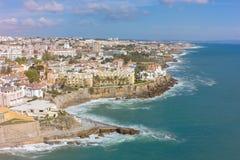 Flyg- sikt av den Estoril kustlinjen nära Lissabon i Portugal Arkivfoton