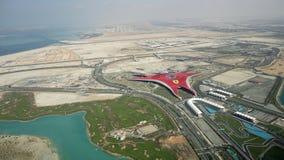 Flyg- sikt av den Ferrari världen Abu Dhabi Royaltyfri Fotografi