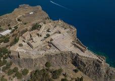 Flyg- sikt av den forntida akropolen av Lindos fotografering för bildbyråer