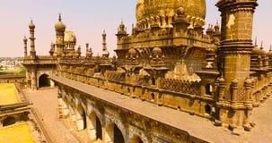 Flyg- sikt av den forntida slotten i Indien arkivfilmer