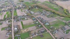 Flyg- sikt av den gamla byn i Ukraina stock video