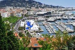 Flyg- sikt av den gamla hamnen och marina av Cannes, Frankrike Arkivfoto
